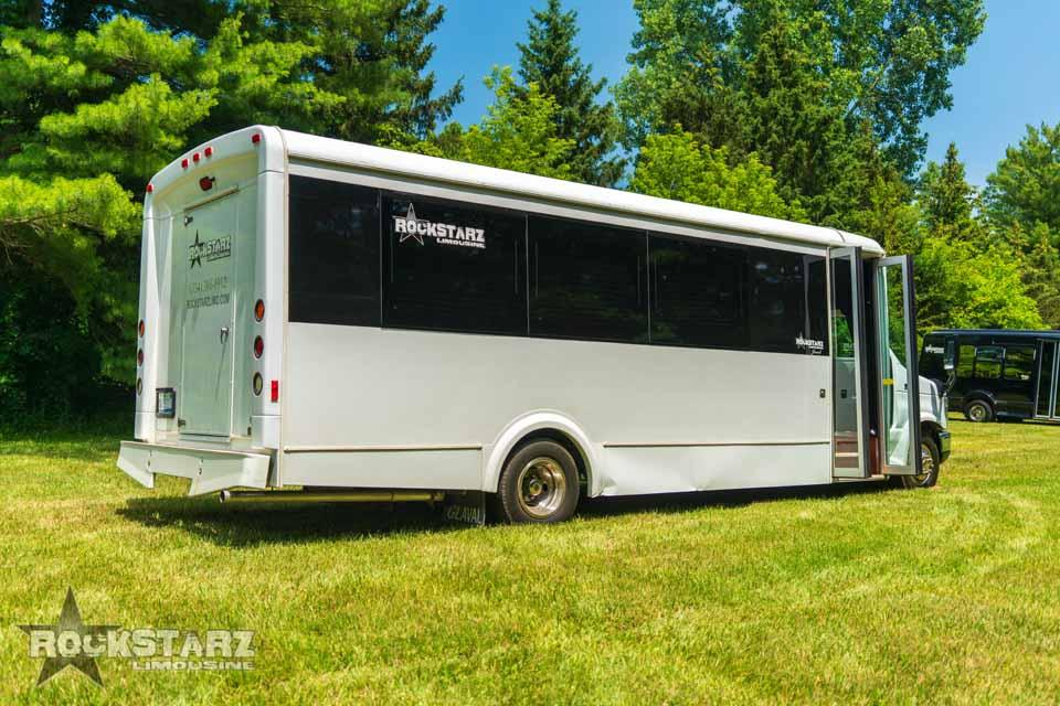 Rockstarz Limousine & Party fleet